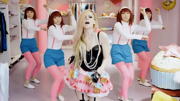 avril-lavigne-hello-kitty-600x337
